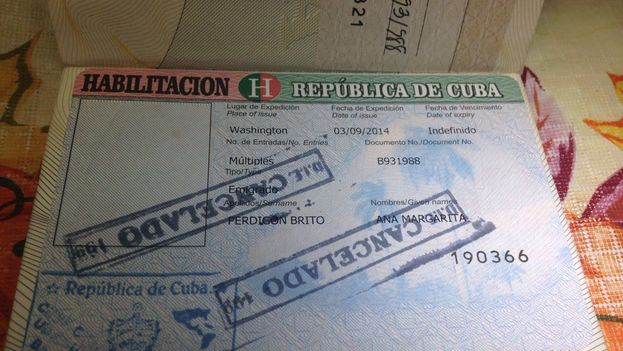 The passport of exiled Cuban activist Ana Perdigon Brito (14ymedio)
